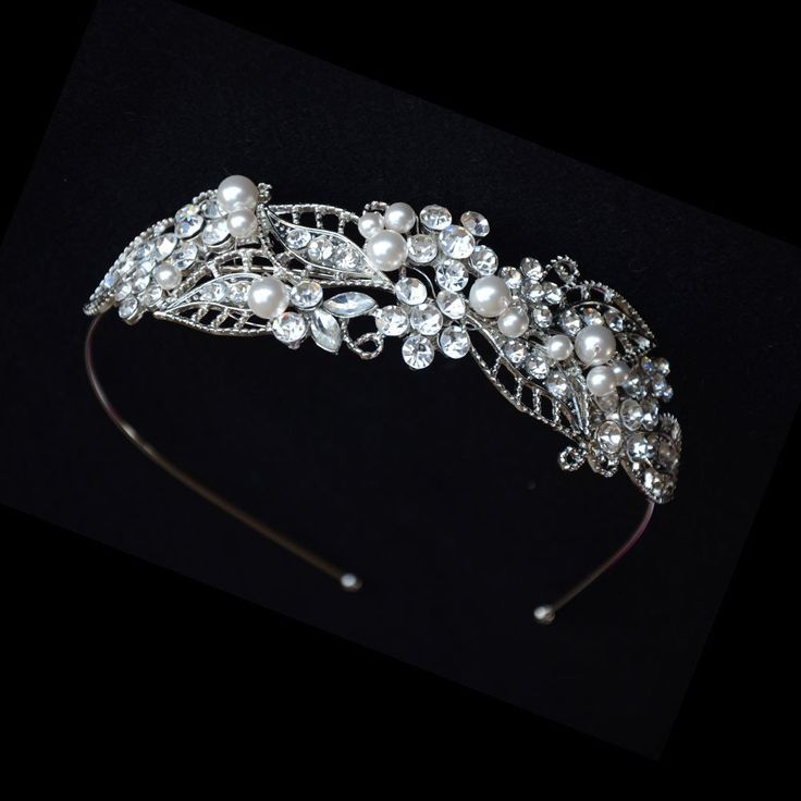 Classic Leaf Shape Swarovski Pearls and Crystals Tiara, Pearls Wedding Crown. This vibrant headband features leaves and flowers made of Swarovski pearls, clear rhinestones and cubic zirconia. making this tiara sparkling all the way through your wedding day. Whether you like gardenia style or in grand hall, this vintage crystal tiara can suit a variety of occasions, as perfect bridal jewelry in your wedding day.