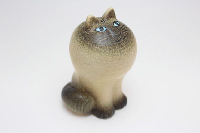 CAT MAJA [White] H=約11.5cm  お行儀よく前足を揃えたネコ「マヤ」です。 上を見上げている目線が何とも愛くるしいではありませんか。