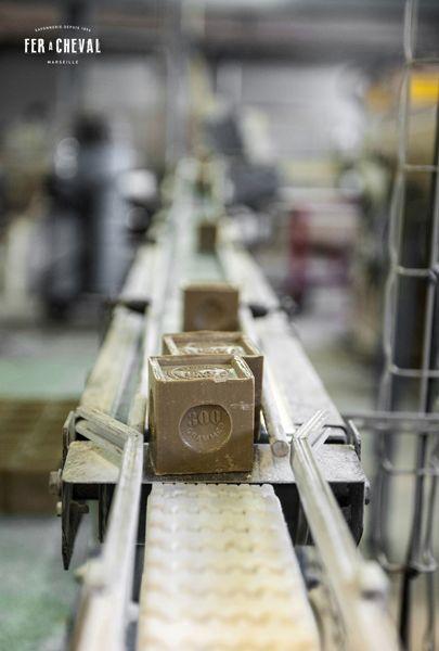 Les savons de Marseille en sortie de fabrication à l'usine Fer à Cheval - Marseille. Crédit photo : Christine Amat