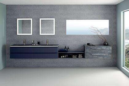 Idée déco pour une salle de bain moderne : meuble de salle de bain suspendu et vasque en verre givré bleu galaxy, niche laquée ardoise et commode suspendu talochée bleu. - halo de Sanijura