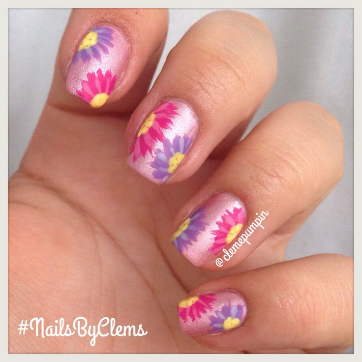 Hi there! This is my entry for day 22 of #nailartsep ; #asters  love these flowers! Used many different nail polishes so if you are curious about them just ask below! Also this #mani matches yesterday because #spring started here in #Chile  Hope you like it! #nails #notd #nailart #nailsdid #nailswag #instadaily #instanails #nailartchile #nailsbyclems #flowers #pink #lilac #flores #uñas #unhas #unhasdasemana #nailartfan #nailporn #girly #floral #primavera
