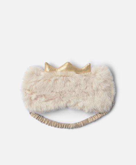 Crown eye mask - New In - Autumn Winter 2016 trends in women fashion at Oysho online. Lingerie, pyjamas, sportswear, shoes, accessories, body shapers, beachwear and swimsuits & bikinis.