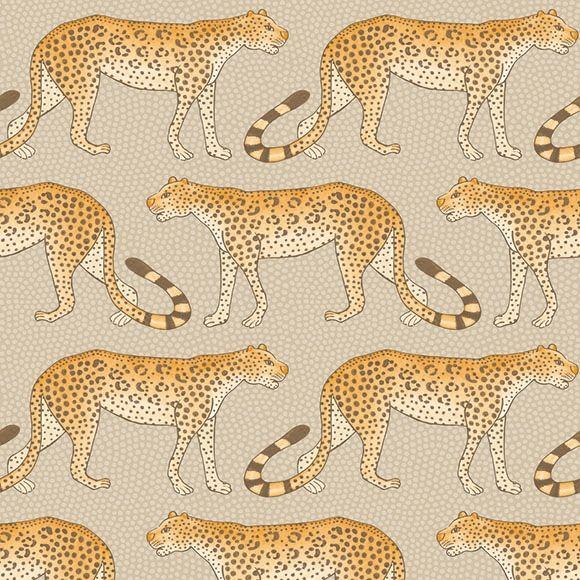 Papier peint Leopard Walk de The Ardmore Collection de Cole and Son.  Ce papier peint met en scène des léopards marchant sur un fond beige.
