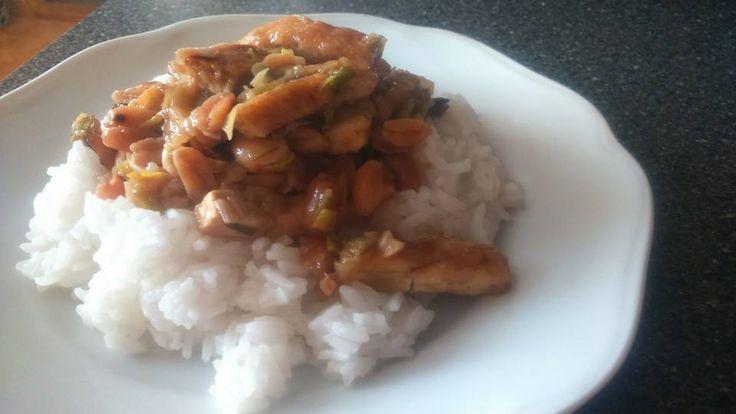 Kytičkový den - vegetariánské kung pao (podle kuchařky ze svatojanu), rýže