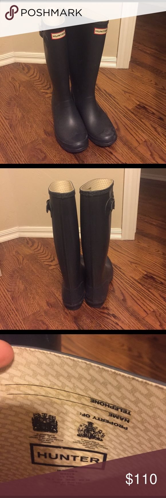 Hunter Huntress Wellies Navy 100% Authentic Wide Calf Hunter Rain Boots. In perfect condition, no wear!! Navy, size 7 Female/6 Male - would also fit size 7.5-8                                                                    Model: W23179 Hunter Shoes Winter & Rain Boots
