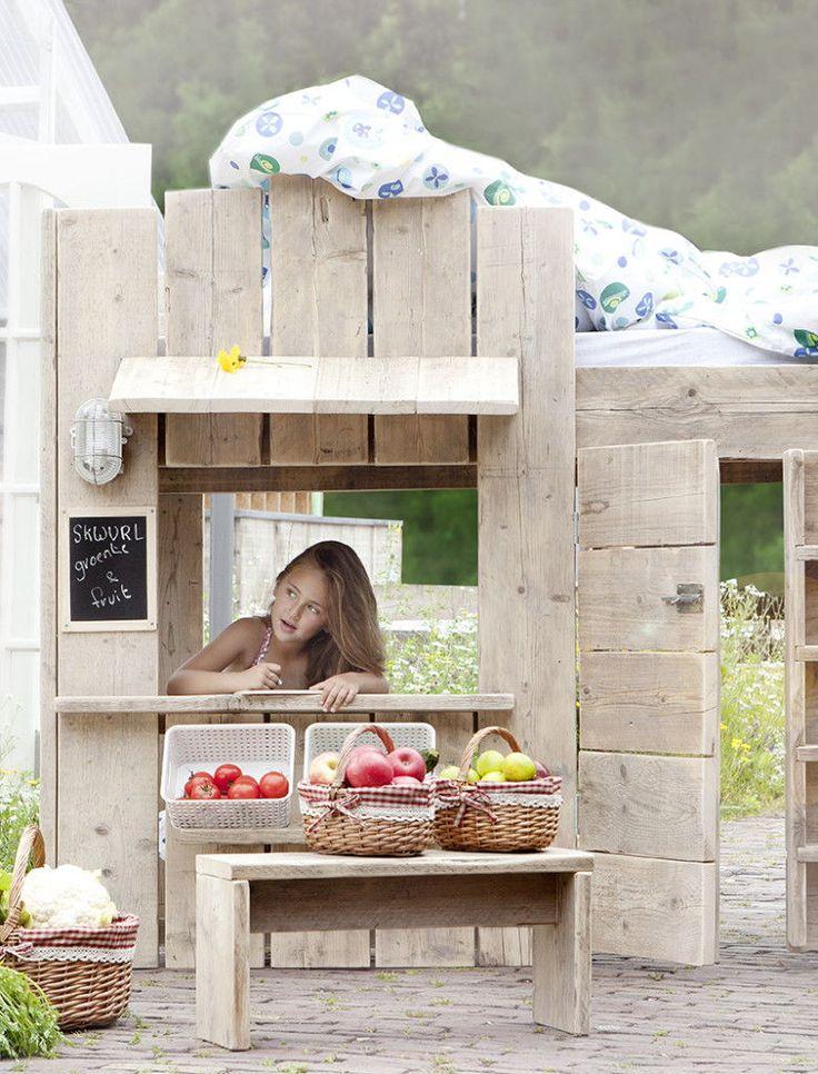 SKWURL kinderbed Toko. Wilt u groente en fruit bij me kopen? SKWURL Nutty Originals Bedtijd is nog nooit zo leuk geweest! Steigerhouten kinderbedden voor stoere kinderkamers.