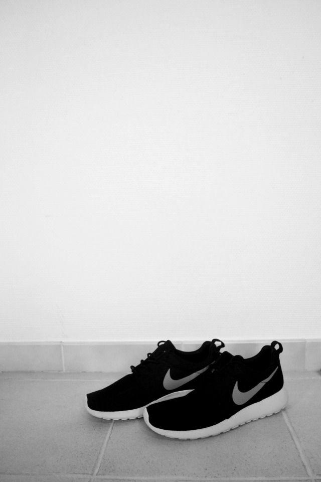 Black Nike: @CO DE + / F_ORM