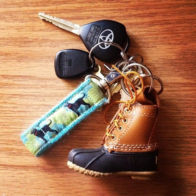 laureninlilly on Tumblr #llbean #beanboot #keychain I need this boot key chain. It's too cute!!