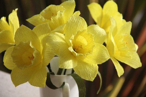 Flores de papel Crepe narcisos por FlowerBazaar en Etsy, $24.00