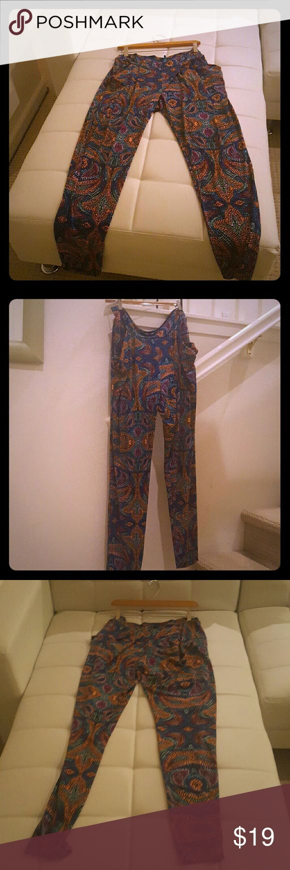 bebe Harlem  pants high waist One of my favorite harlem pants from bebe.  There a large but can  be  a medium  or large depending if u want  baggy   and your a medium it will work or  if you want some  tight fittiing  with a very slight baggy feeling and your a  large  it will work as well.  U can rock this with denim shirt tied up , crop top,  and or  wife beater. Parsley  Print will never go out of style. bebe  Pants Leggings