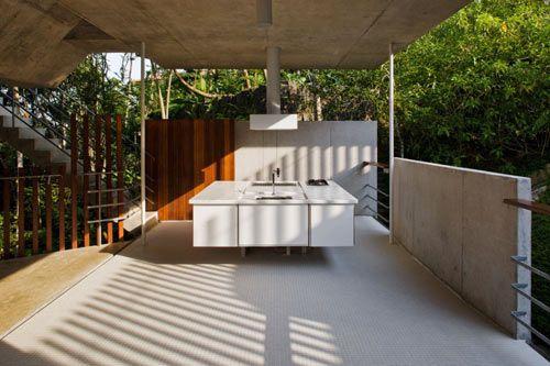 HOUSE IN UBATUBA, BRAZIL BY SPBR