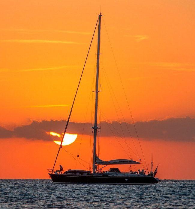 Lever de soleil sur votre voilier en location