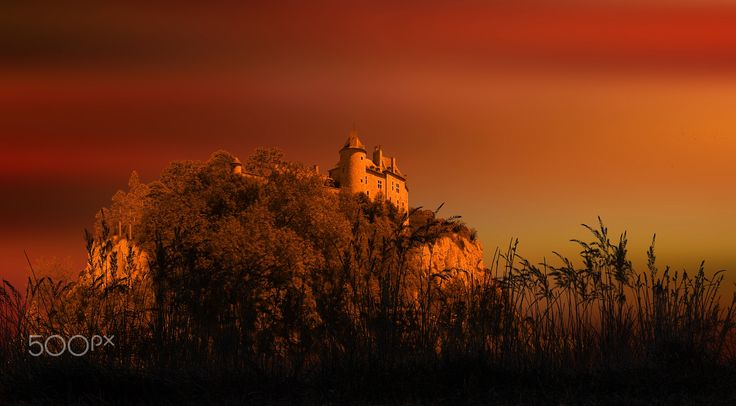 Castle at sunset - null