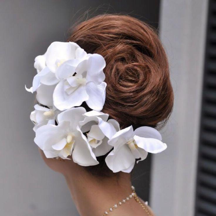 沢尻エリカ風の洋髪は胡蝶蘭でもできちゃいます♡*和装にもウェディングドレスにもピッタリなヘアスタイル18選*   ZQN♡