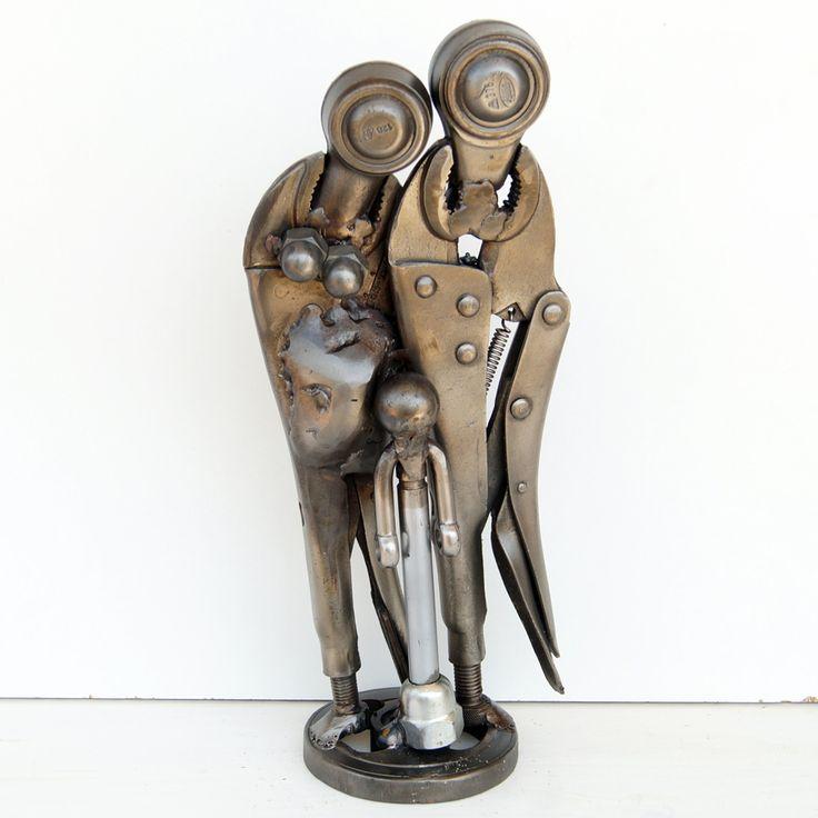 Metal figurative family sculpture  Original metal figurative family sculpture  metal figurative family sculpture by visual artist Giannis Dendrinos Welded scrap / car metallic parts Anti-rust varnished for indoor use Size: 14x10x31 cm Weight: 3Kg contact the artist:dendrinosyan@hotmail.com