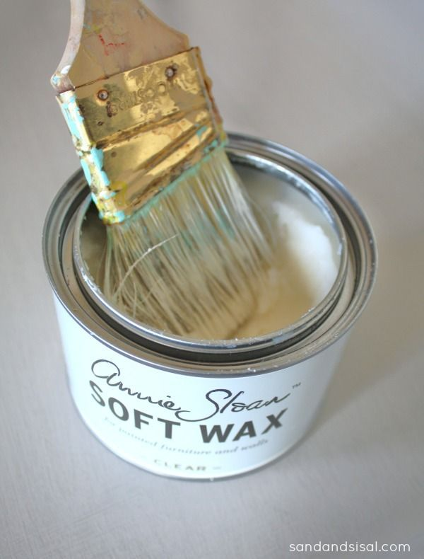 Very good tutorial on how to apply Annie Sloan Clear Soft Wax & dark wax