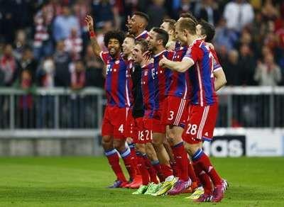 detikSport | Bayern Tak Pilih Lawan di Semifinal.Bayern Munich siap menghadapi tim mana pun di babak semifinal Liga Champions. Siapapun lawannya, Die Roten siap mengeluarkan kemampuan terbaik mereka.  Bayern memastikan diri lolos ke semifinal setelah berhasil menyisihkan Porto dengan skor agregat 7-4. Mereka kalah 1-3 di leg pertama, tapi berhasil membalikkan keadaan dengan menang telak 6-1 pada pertemuan kedua di Allianz Arena, Rabu (22/4/2015) dinihari WIB.  Sejauh ini baru Bayern dan…
