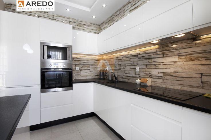 Nowoczesne wnętrze praktycznej Kuchni na wymiar AREDO (Centrum Handlowe Morena Carrefour)