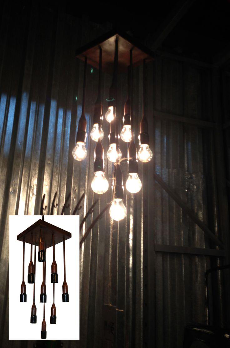 Lámpara metálica de nueve luces, super de moda las bombillas con filamento visto.