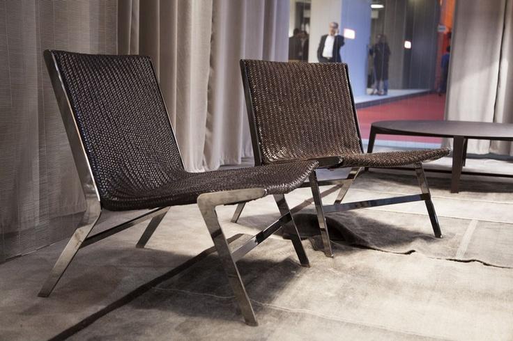 A Flexform deu as caras com poucos e bons lançamentos, como a poltrona Helen, design de Antonio Citterio com estrutura de metal e assento em couro trançado manualmente