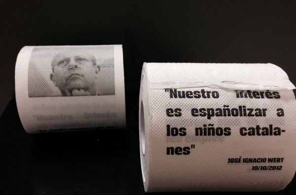 Win selling toilet paper with the Minister of Culture of the conservative government of Spain Wert stamped. Jan-Feb, 2014