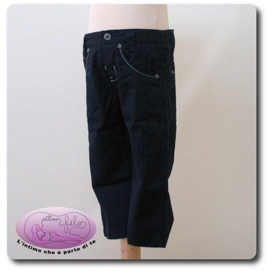 Pantalone lungo in cotone tinta unita.