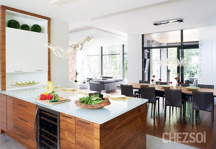 Une maison familiale | CHEZ SOI Photo ©TVA Publications | Yves Lefebvre #deco #maison #famille #cuisine