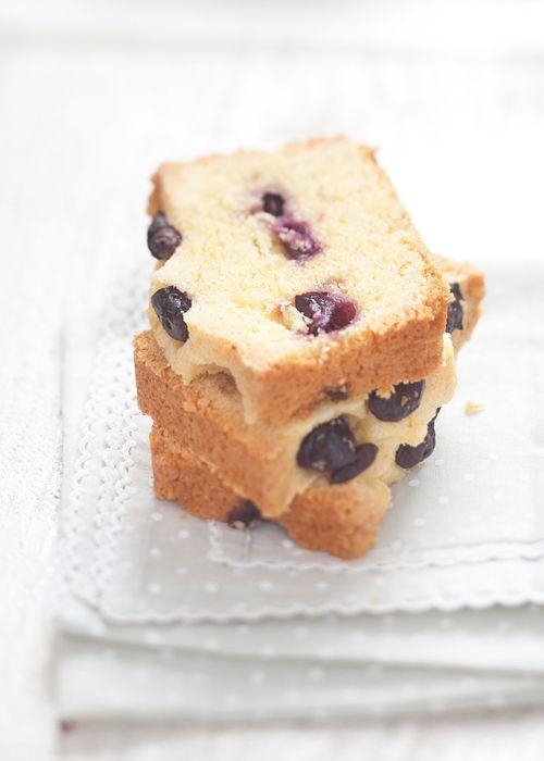 blueberry lemon pOlenta cake
