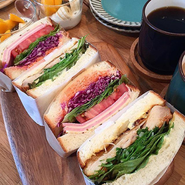 hi_rose80 on Instagram pinned by myThings Today's breakfast .  タンドリーチキンサンドとハムチーズ野菜サンドでおはようございます☺︎ .  昨日、久々にプルマン焼きました‼︎ パン自体が久々。 そのプルマンでサンドイッチ♡ タンドリーチキンは昨晩からシーズニングとヨーグルトに漬け込んでおいて、朝オーブンで焼きました。 .  パンのキメの粗さが目立つけど 美味しかった‼︎ .  ごちそうさまでした! . .  #breakfast #homemade #sandwich #foodie #foodpic #foodporn #kaumo #kurashirufood #cookingram #delistagrammer #デリスタグラマー#クッキングラム#朝食#朝ごはん#朝ごパン#おうちごはん#サンドイッチ#新米ママ#男の子ママ #5月生まれ #9months #生後9ヶ月