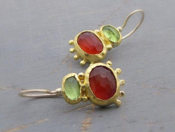 Karneol und Peridot Ohrringe - 24 Karat Solid Gold Ohrringe mit roten Karneol & grüne Peridot Edelstein
