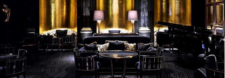 Beaufort Bar, no The Savoy, um dos mais luxuosos hotéis londrinos.