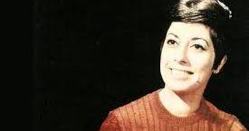 Η Δούκισσα  (Φωταρά) ήταν δημοφιλέστατη σύγχρονη Πειραιώτισσα τραγουδίστρια της λαϊκής μουσικής (γ. 1941), που με τη χαρακτηριστική της φ...