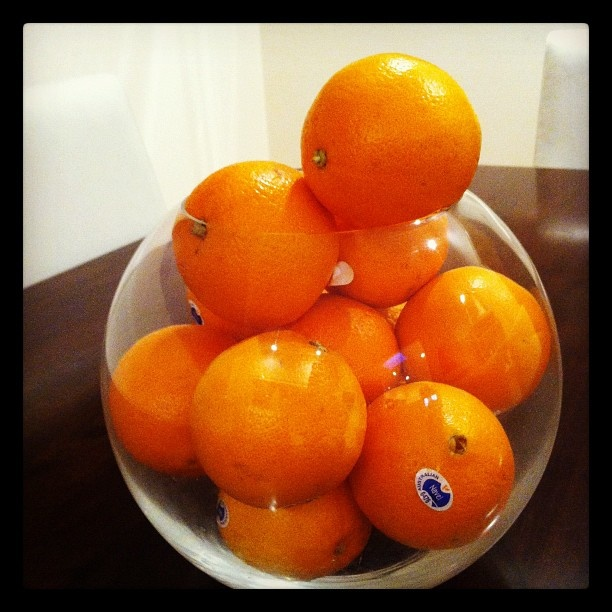 Oranges in a fish bowl make a great ornament on the dining room table and encourage the kids to eat the oranges.