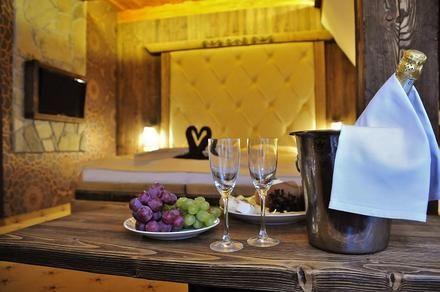 Romantika v Tatrách :) O tom, že naše veľhory nie sú len o turistike, ťa presvedčí Hotel Strachanovka #besthotel #romance #love #tatras #tatry #nizketatry #nature  https://www.zlavomat.sk/zlava/558647-rodinna-dovolenka-s-neobmedzenym-wellness
