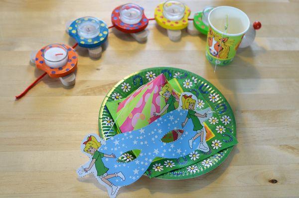die perfekte ausstattung f r einen bibi und tina themen kindergeburtstag kindergeburtstag. Black Bedroom Furniture Sets. Home Design Ideas
