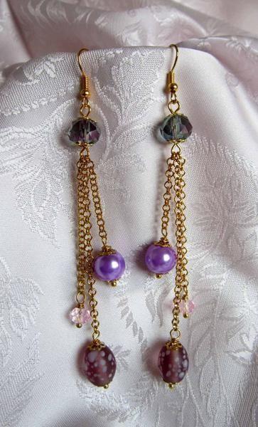 Orecchini, perla lilla, perla in vetro, cristalli di Piccoli Capricci di Mara su DaWanda.com