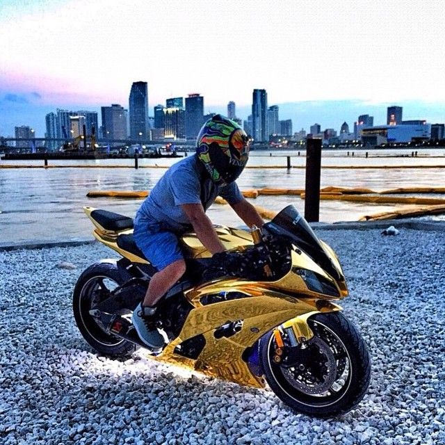 Cool or No? | via: @teyolocura #Yamaha #r6 #gold #sportbikeaddicts