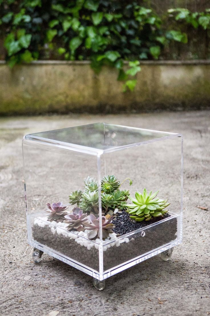 Acrylic and transparent Coffee table #designtrasparente #design