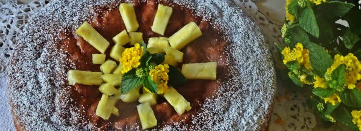 La Torta morbida all'ananas è un dolce semplice, facile da realizzare e di rapida esecuzione. Morbida e golosa,  si prepara aggiungendo alle #uova e #zucchero, lavorati con le fruste elettriche, #miele, #panna liquida e le #farine; all'impasto, che dovrà risultare ben areato,  si incorporano poi, con delicatezza, i pezzettini di #ananas. La torta morbida all'ananas è un dolce  perfetto da gustare anche a #merenda o a #colazione.