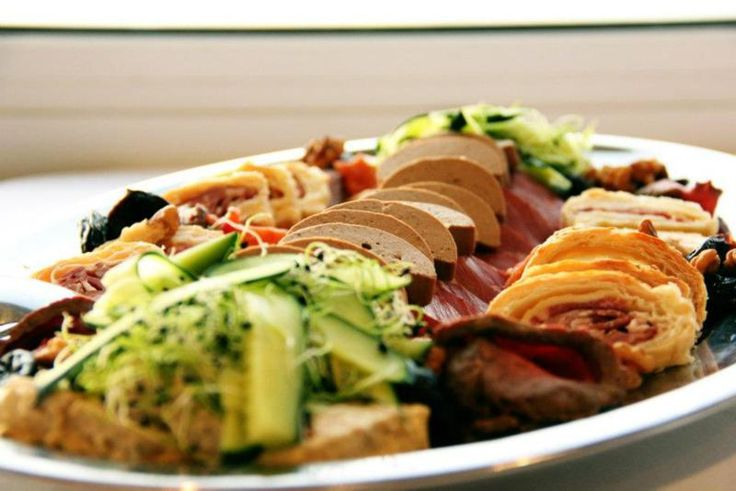 """A hun konyha az """"örök élet"""" művészete. A hunok számára az étkezés és a vele járó életmód az életminőség és az egészség legfontosabb tényezője volt. Ko..."""