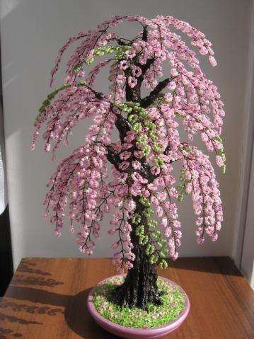Pretty pink wire tree Imagino umha colónia de pequenos bichinhos durmindo à sombra desta arborinha.
