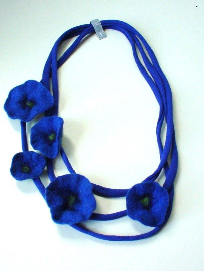 Charlotte Molenaar Viltwerk - flowers necklace
