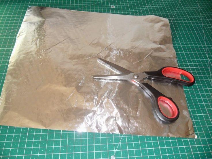 Truco para mantener afiladas las tijeras de costura. http://www.yoelijocoser.com/2014/09/truco-para-acortar-un-pantalon.html