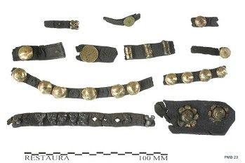 Cintura in pelle borchiata del 1350-1400; Olanda Meridionale, Dordrecht; Rijksmuseum van Oudheden