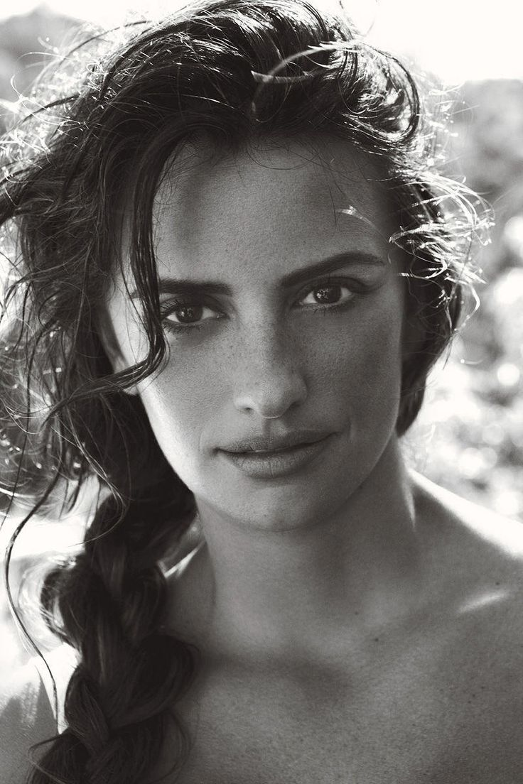 Penelope Cruz (actriz), in Dolce & Gabbana for Vogue US June 2011    ( spanish - Spain - español - españoles )