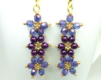 Boucles d'oreilles florales Marguerite pourpre et or, boucles d'oreilles, bijoux de lustre violet, boucles d'oreilles été, bijoux de fleur, perle fleur, ER030