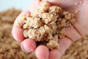 Arena comestible: Juego Sensorial para niños   Blog de BabyCenter @carolinallinas
