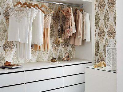 Vintage Es gibt ganz verschiedene Optionen sich eine Garderobe passend f r den Interior auszuw hlen Kleine schmale gro e mit Schiebet ren Walk In und andere