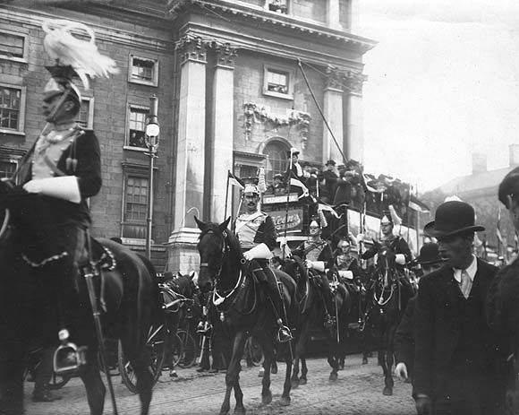 [Troop of lancers passing Trinity College Dublin]