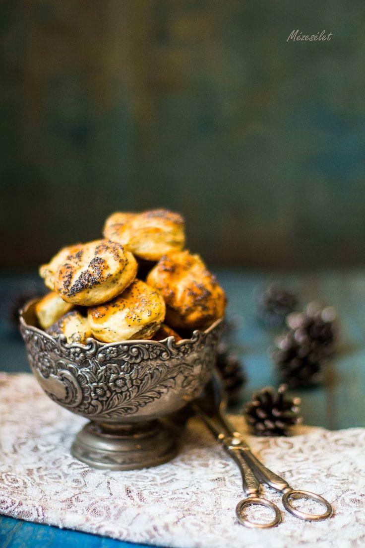 Mézesélet: Túrós-mákos pogácsa (hidegen kelesztve)